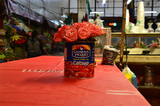 Catsup et roses rouges