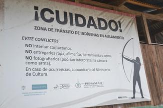 Attention! Zone de transit de tribus indigènes isolées