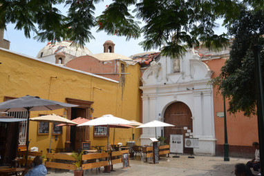 Place arborée vers la Plaza de Armas