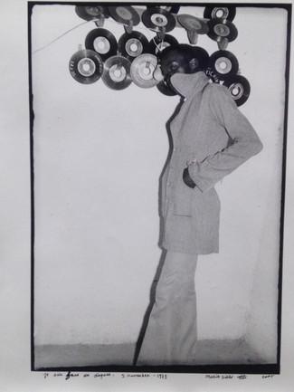Je suis fou des disques (by Malick Sidibé)