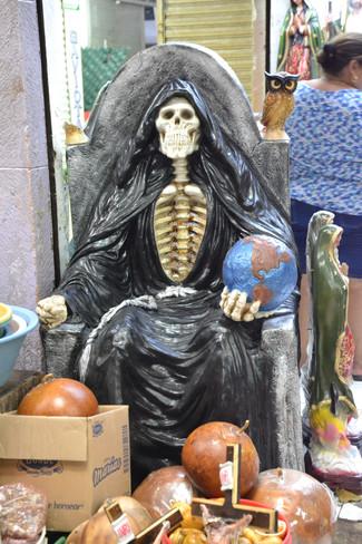 La mort jouant avec la planète