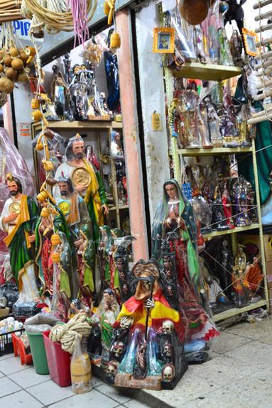 Vierge vs Santa Muerte