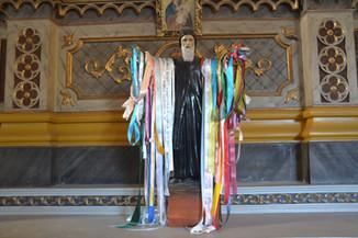 Saint aux rubans de satin