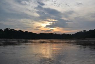 Rio Madre de Dio au coucher du soleil