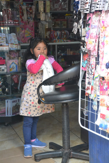 Petite fille au fauteuil