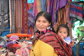 Mère et fille au marché de Pisac