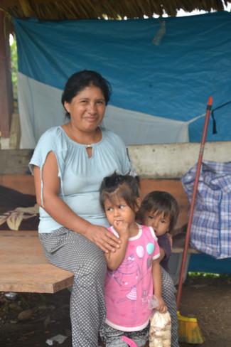 Mère et ses deux magnifiques enfants