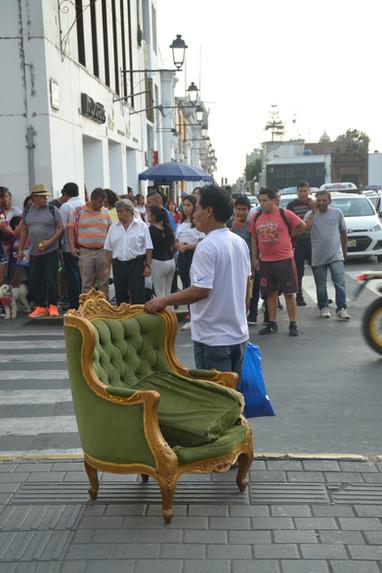 L'homme au fauteuil en velours