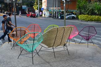 Famille de fauteuils Acapulco prenant l'air