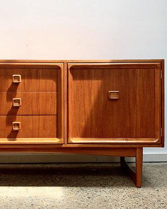Parker sideboard/square handle