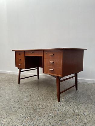 Danish desk
