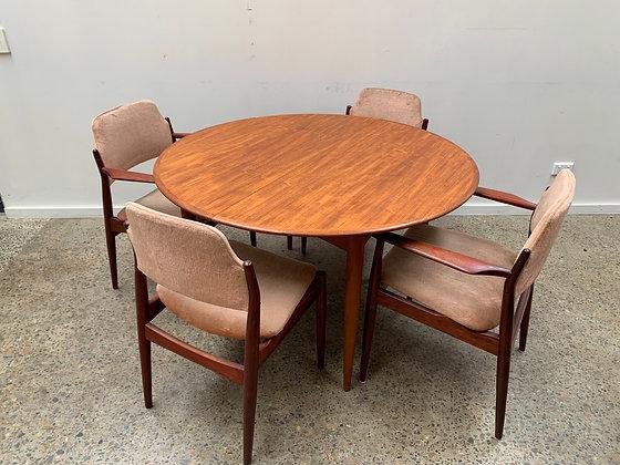 Parker circular Dining Table