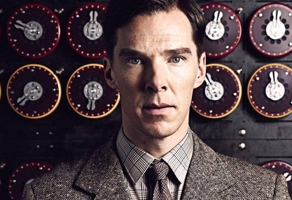 Benedict Cumberbatch interpreta Alan Turing nel film The Imitation Game.