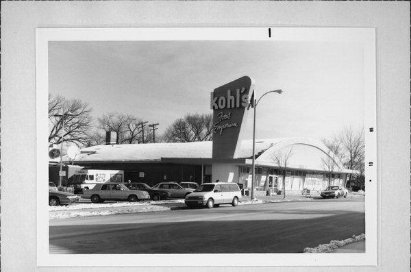 From the street, the iconic arched roof of Kohl's Food stores had a distinct appeal. Credit to Wisconsin State Historical Society.