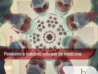 Parabéns aos colegas de medicina.
