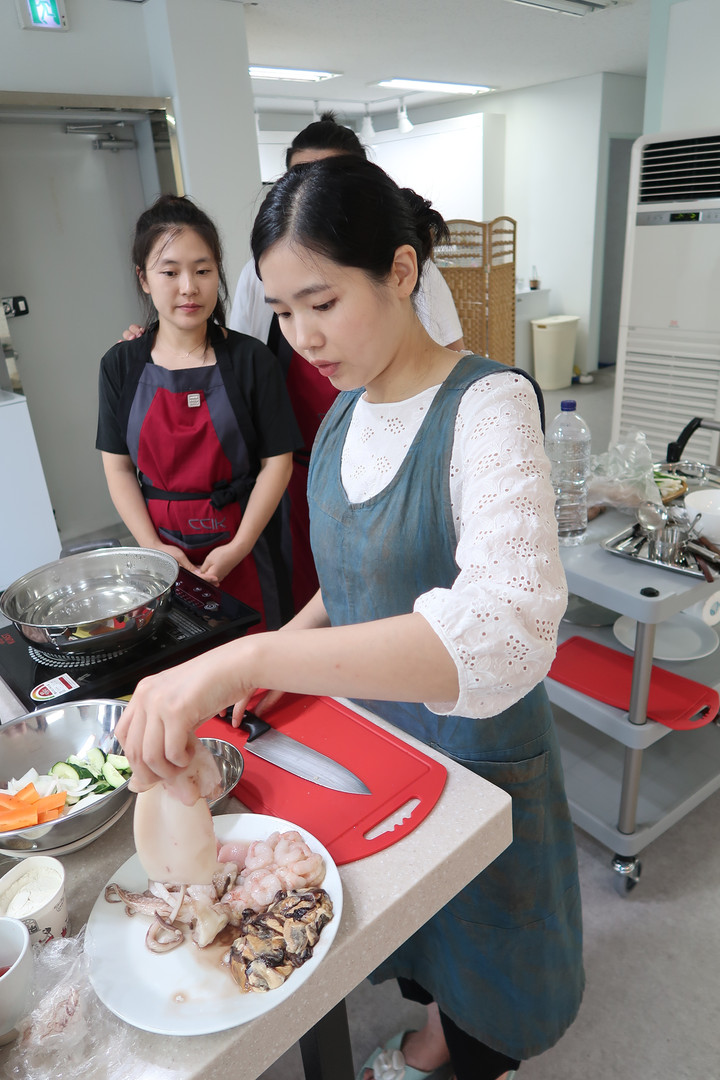 LOCAL FOOD COOKING