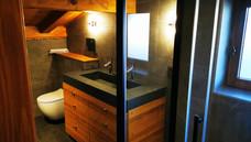 Salle de bains bois et pierre