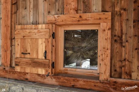 Fenêtre et volets vieux bois