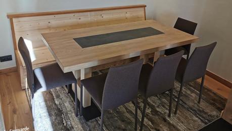 Table avec incrustation d'ardoise