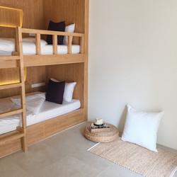 chambre-dortoir-dormir-jeunesse-voyage_1253-366