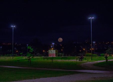 Clube Centauri e Viajantes Cósmicos atraem a população com a Observação da Super Lua Azul em Sorocab