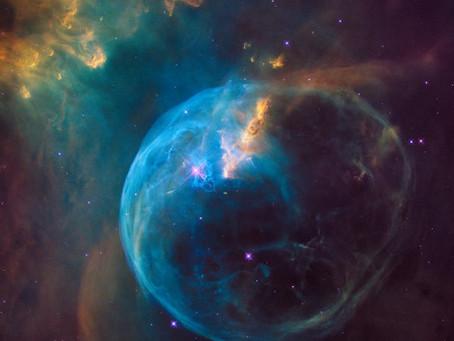 A bolha do Hubble ilumina os escombros interestelares