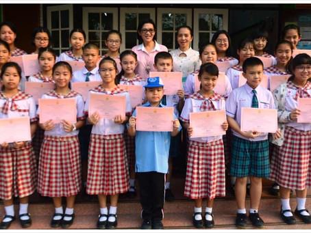 ผู้อำนวยการโรงเรียนอนุบาลยุววิทยา  มอบเกียรติบัตรแข่งขันทางวิชาการระดับนานาชาติ