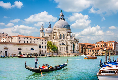 Venice-Traditional-Gondola.jpg