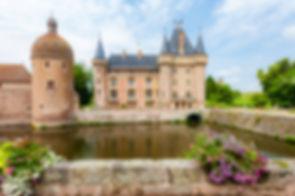 Chateau-de-la-Clayette-Burgundy-France.j