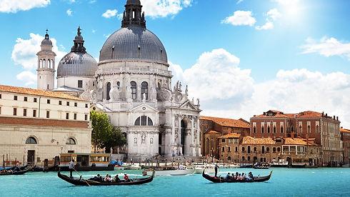 Venice-gondoliers.jpg