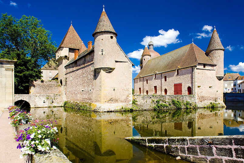 Chateau-de-la-Clayette-Burgundy.jpg