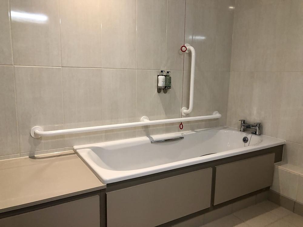 The Seaburn Inn Sunderland wheelchair accessible bath tub