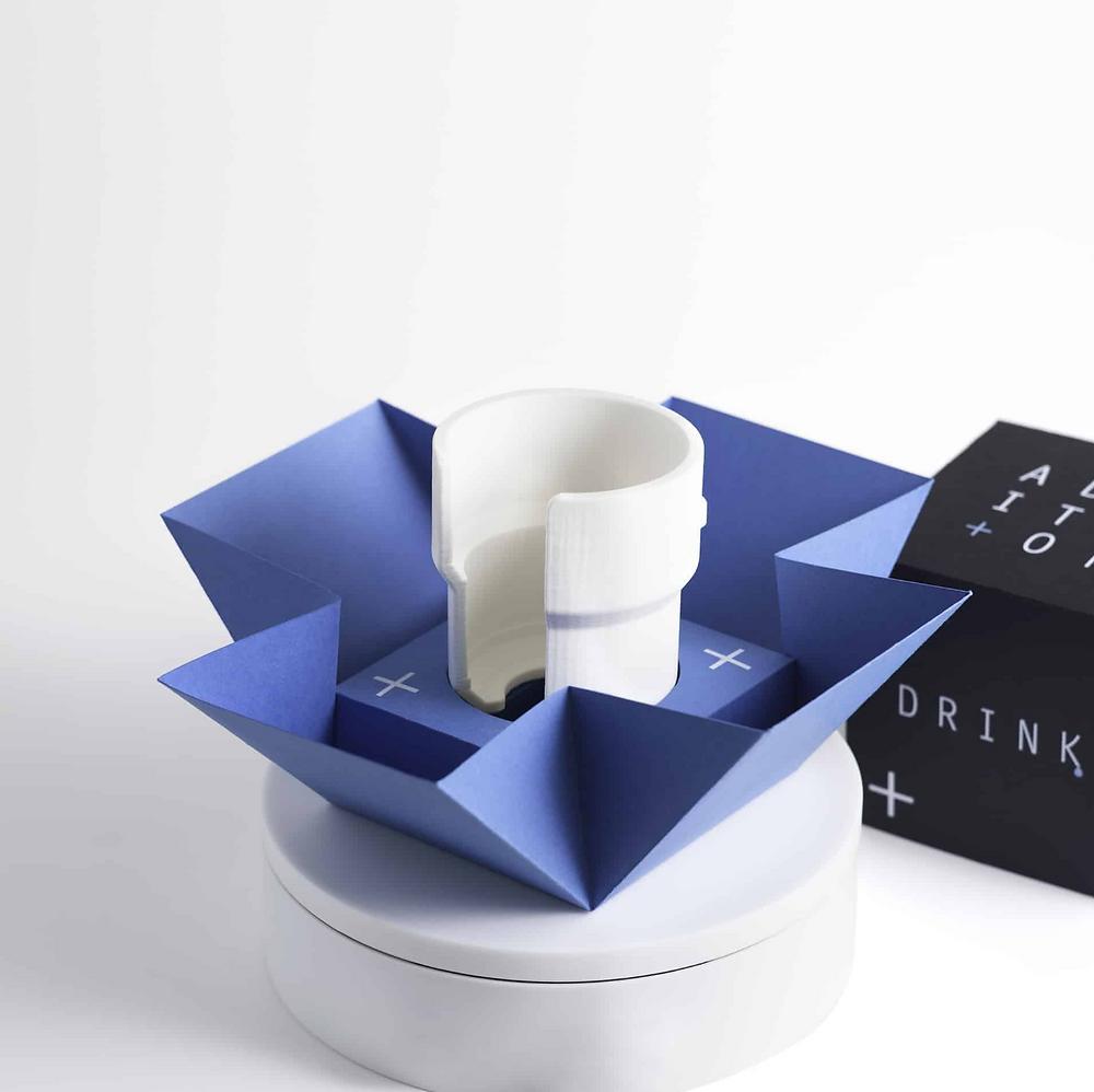 White DRINK universal glass holder in box