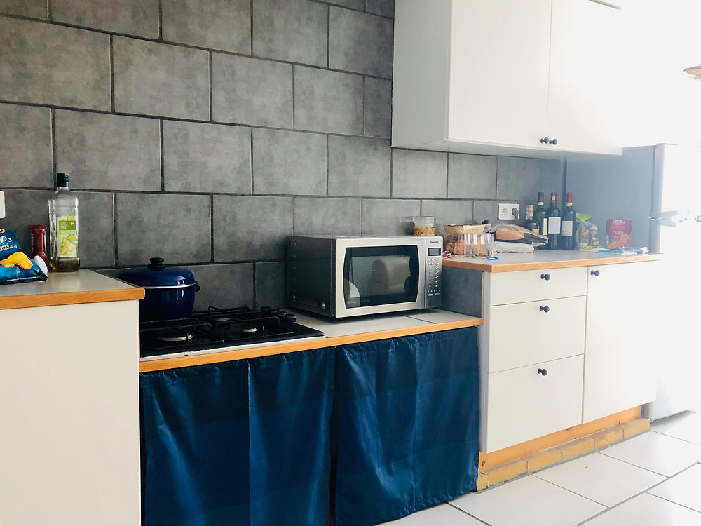 Kitchen cupboards, worktop, hob and microwave