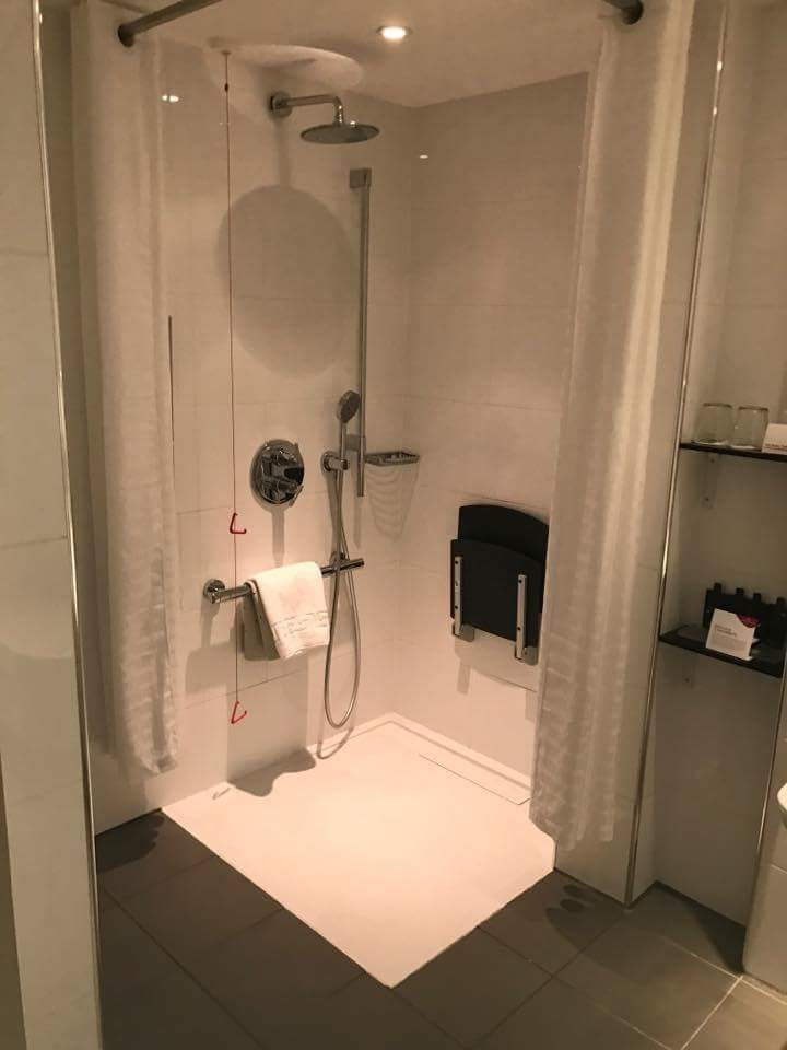 Crowne Plaza Glasgow Accessible Bathroom