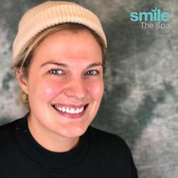 Kasandra Smiling Kör Whitening