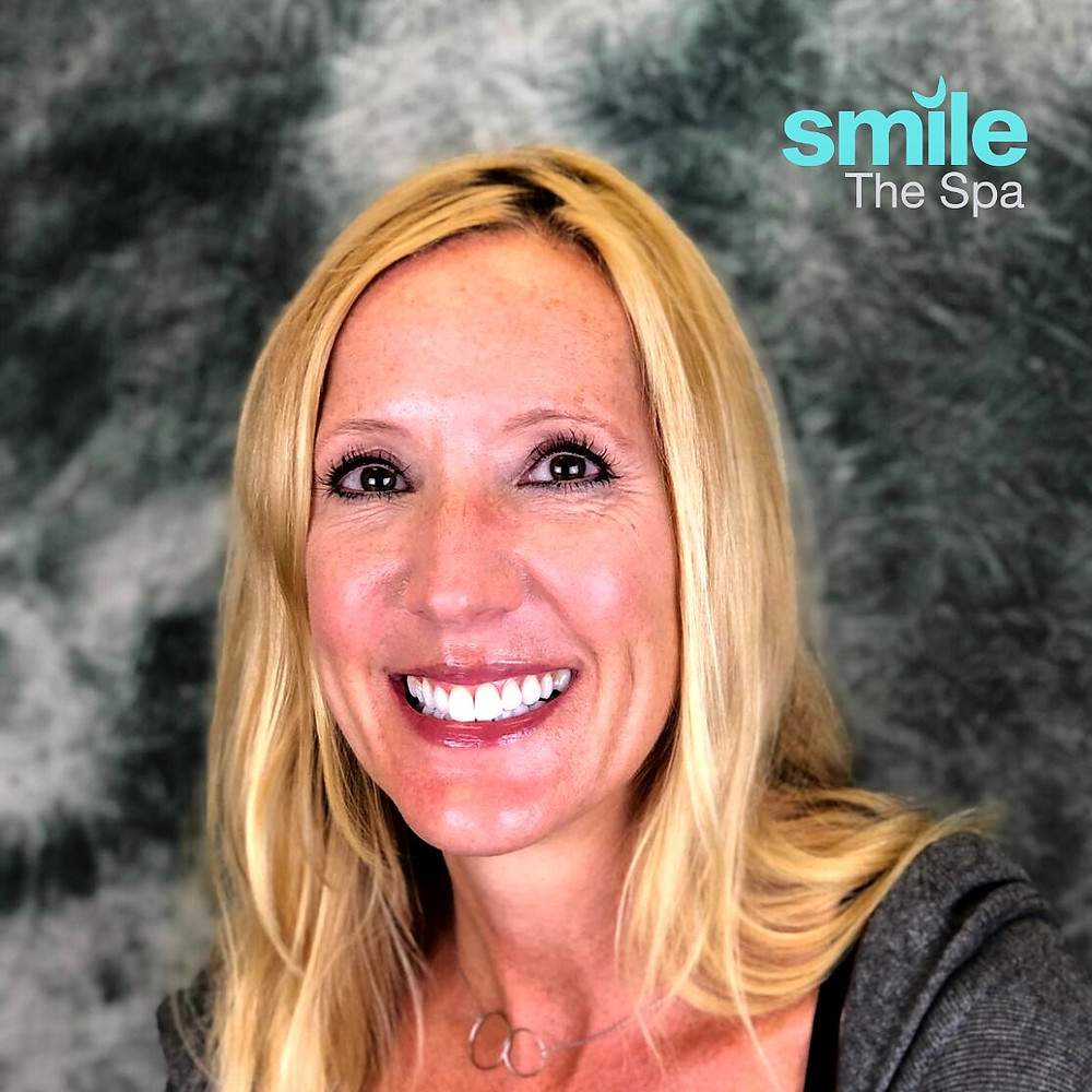 Patient Smiling after KöR Whitening