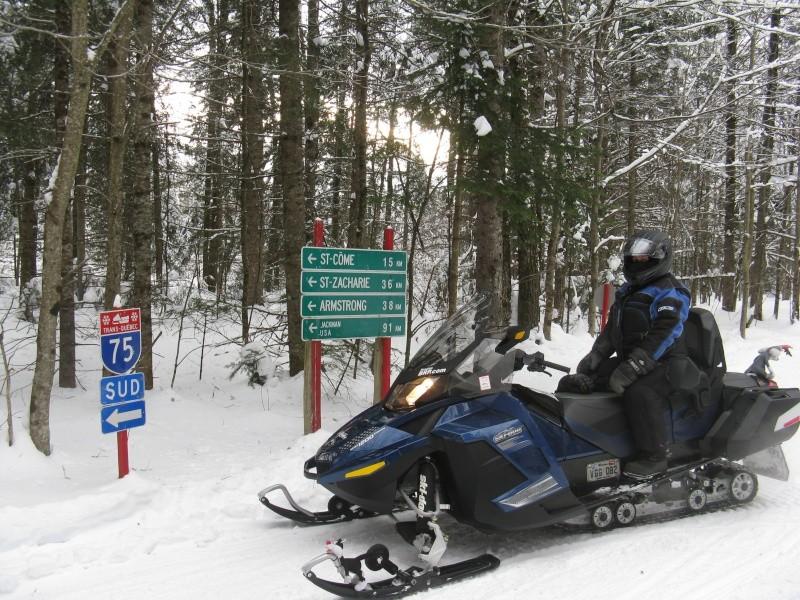 Motoneige, ski doo, pistes, sentiers