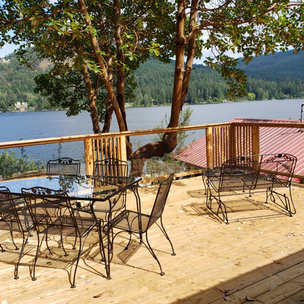 Outdoor dining and sitting area