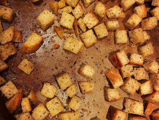 Easy Homemade Garlic Croutons
