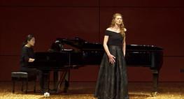 Klavier: Jinju Oh  Foto: (c) Moritz Reinisch