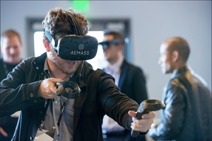 Funny guy playing with AEMASS VR Headset during Lean StartUp Week 2017