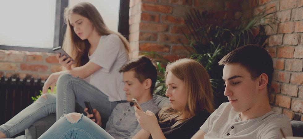 teenagers-5FR9KN6_edited_edited.jpg