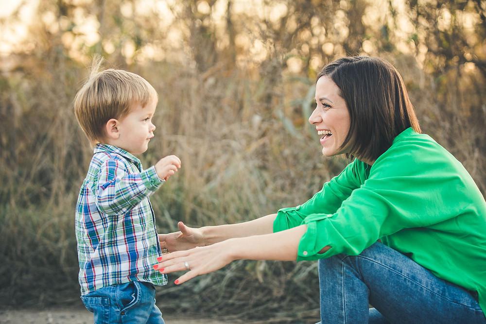 őszi családi fotózás solymáron - anya fiával