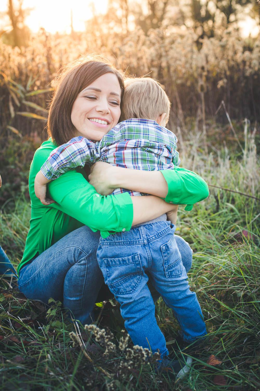 őszi családi fotózás solymáron - anya fia