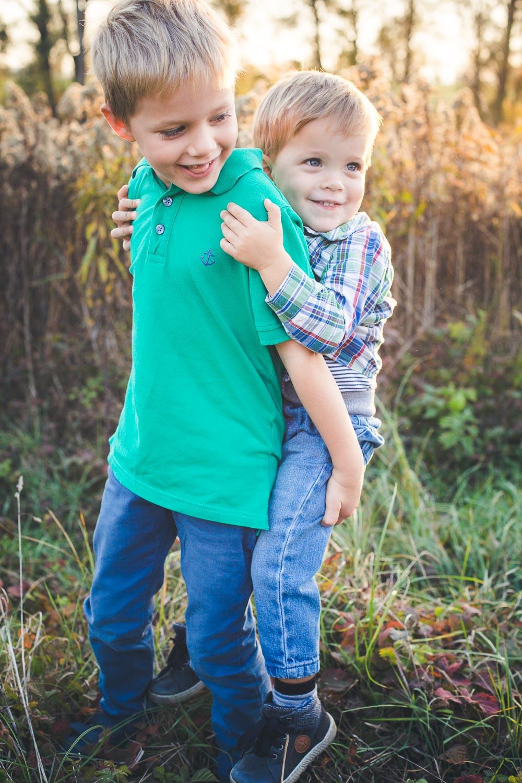 őszi családi fotózás solymáron testvérek
