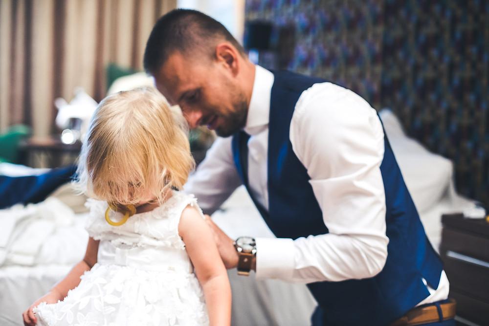 Balatoni Esküvő a Tópart Hotelben vőlegény lánya készülődés