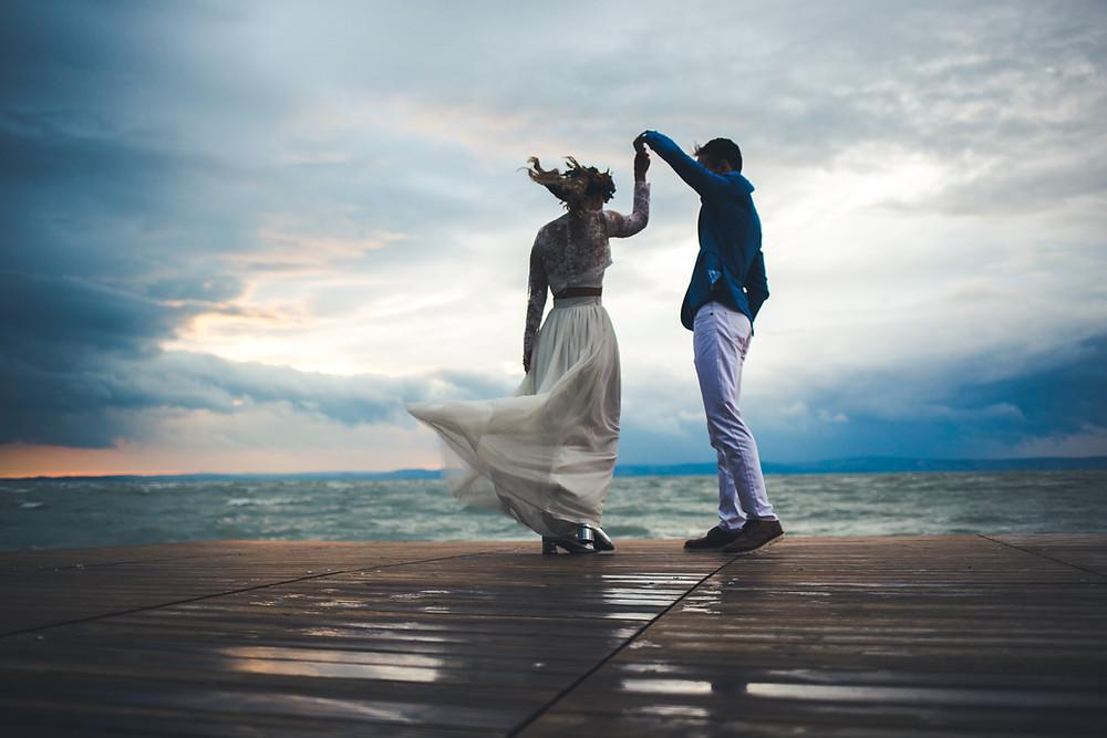 Secret Stories szolgáltatói ajánló esküvői kep a balatoni viharban
