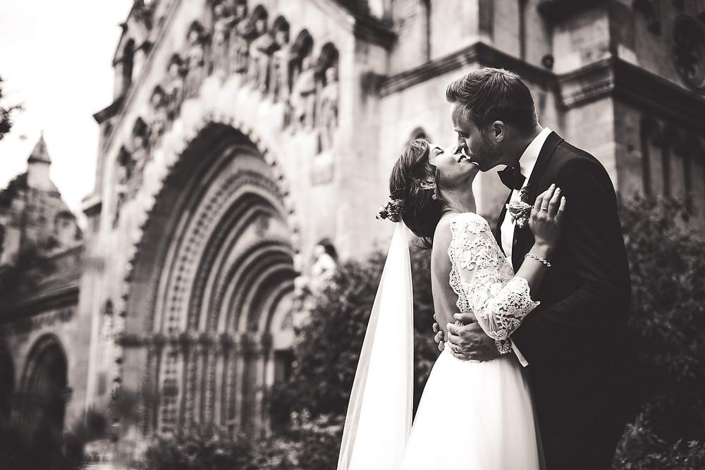 Wedding at the Vajdahunyad Castle in Budapest - pair shooting