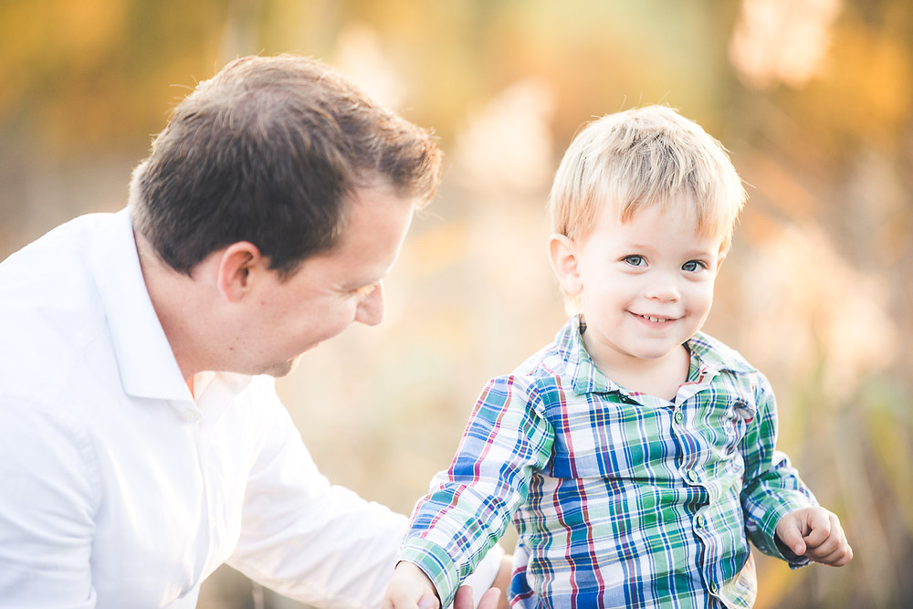 őszi családi fotózás solymáron - apa fia
